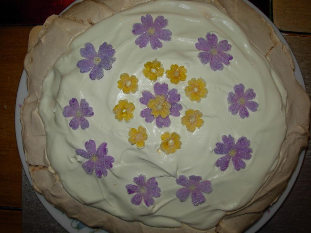 Pavlova with sugared primroses