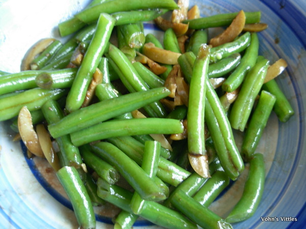 Green beans and olives in dressing