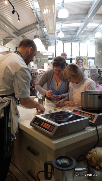 Vohn making tortellini