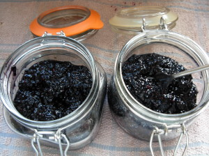 blackberries in Kilner jars
