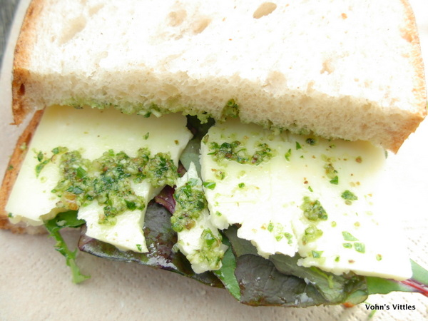 Garlic pesto cheese sandwich