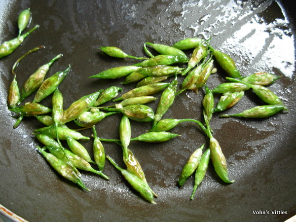 Fried wild garlic buds